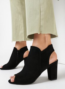 Czarne sandały born2be z zamszu z klamrami