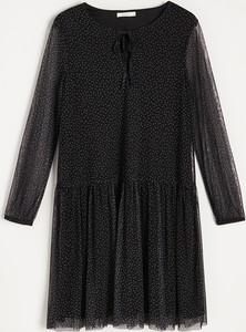 Czarna sukienka Reserved z żabotem oversize
