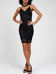 Czarna sukienka Gate dopasowana