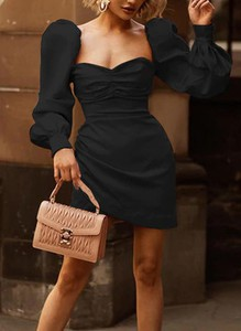 Czarna sukienka Sandbella z satyny z długim rękawem bodycon