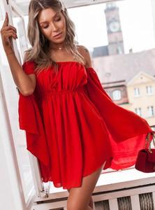 Czerwona sukienka SELFIEROOM z odkrytymi ramionami z bawełny
