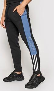 Czarne spodnie sportowe Adidas w sportowym stylu z dresówki