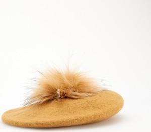 Żółta czapka Reserved