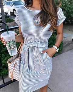 Niebieska sukienka Kendallme w stylu casual z krótkim rękawem z okrągłym dekoltem