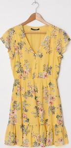 Żółta sukienka House z dekoltem w kształcie litery v z krótkim rękawem