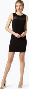 Czarna sukienka Guess Jeans w street stylu