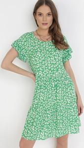 Zielona sukienka born2be mini trapezowa w stylu casual
