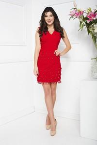 Czerwona sukienka Marcelini dopasowana z tkaniny