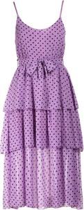 Fioletowa sukienka Multu na ramiączkach rozkloszowana z dekoltem w kształcie litery v