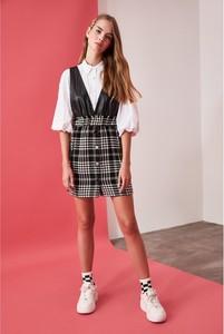 Sukienka Trendyol z dekoltem w kształcie litery v mini