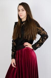 Czarna bluzka Olika z długim rękawem z okrągłym dekoltem