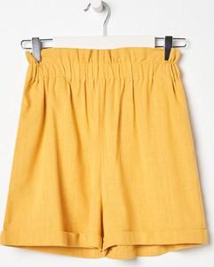 Żółte szorty Sinsay w stylu casual