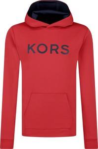 Czerwona bluza Michael Kors w młodzieżowym stylu