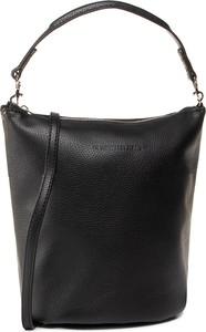 Czarna torebka Calvin Klein duża na ramię w stylu casual
