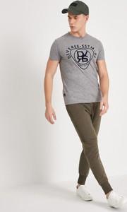 T-shirt Diverse w młodzieżowym stylu z krótkim rękawem