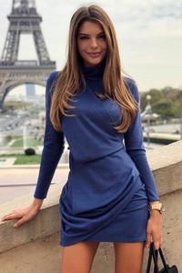 Sukienka Ivet.pl z długim rękawem z golfem