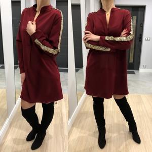 Sukienka Ubieramymodnie.pl z długim rękawem z dekoltem w kształcie litery v w stylu casual