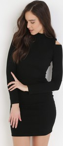 Czarna sukienka born2be dopasowana w stylu casual mini