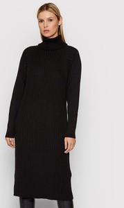 Czarna sukienka YAS midi w stylu casual