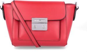 Różowa torebka Emporio Armani na ramię w stylu casual