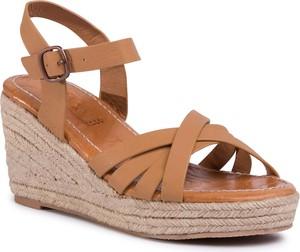 Brązowe sandały Roxy z klamrami w stylu retro