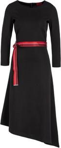 Czerwona sukienka Hugo Boss asymetryczna z długim rękawem