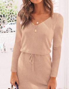 Różowa sukienka Kendallme z długim rękawem z dresówki prosta