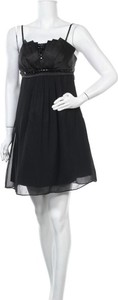 Czarna sukienka Sa. Hara z okrągłym dekoltem mini