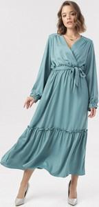 Sukienka born2be w stylu casual midi z dekoltem w kształcie litery v