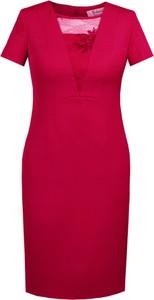 Czerwona sukienka Fokus ołówkowa z dekoltem w kształcie litery v