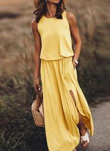 Żółta sukienka Sandbella w stylu casual na ramiączkach z okrągłym dekoltem