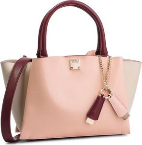 e5fe6a8690546 Różowe torebki i torby glamour Guess