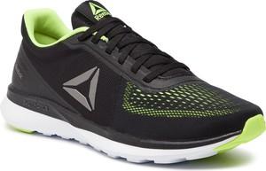Czarne buty sportowe Reebok w sportowym stylu