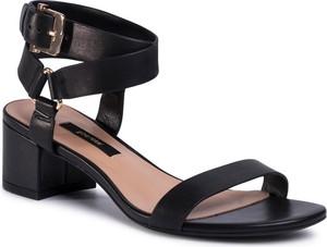 Czarne sandały Gino Rossi na obcasie