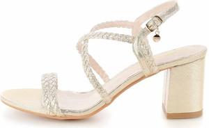 Sandały Prima Moda z klamrami na średnim obcasie na obcasie