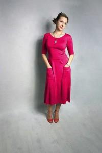 Sukienka Meleksima z długim rękawem midi w stylu casual