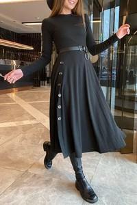 Czarna sukienka IVET maxi z długim rękawem z okrągłym dekoltem