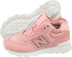 Różowe buty sportowe New Balance 574 w sportowym stylu