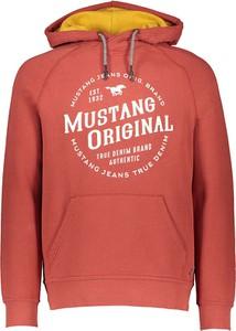 Czerwona bluza Mustang w młodzieżowym stylu z bawełny