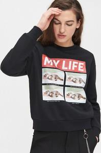 Czarna bluza Cropp krótka w młodzieżowym stylu