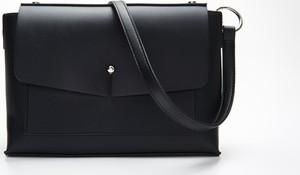 Czarna torebka Cropp na ramię średnia matowa