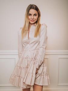Różowa sukienka Promese z długim rękawem z dekoltem w kształcie litery v