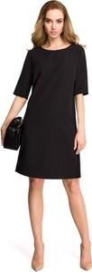 Czarna sukienka Stylove trapezowa midi z krótkim rękawem