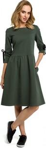 Sukienka Made Of Emotion w militarnym stylu z okrągłym dekoltem midi