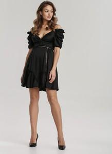 Sukienka Renee z krótkim rękawem z odkrytymi ramionami