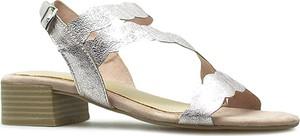 Srebrne sandały Marco Tozzi ze skóry z klamrami