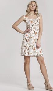 Sukienka Renee w stylu casual z okrągłym dekoltem rozkloszowana