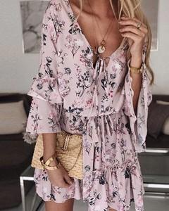 Sukienka Kendallme trapezowa z dekoltem w kształcie litery v