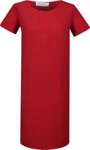 Czerwona sukienka Fokus z okrągłym dekoltem oversize z tkaniny