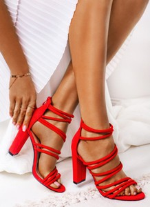 bc8eafb0516d4 Czerwone sandały DeeZee z klamrami na wysokim obcasie